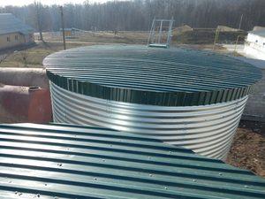 металлическая крыша модульной емкости для питьевой воды